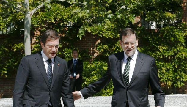 El jefe del Gobierno español, Mariano Rajoy, y el primer ministro portugués, Pedro Passos Coelho, al comienzo de la cumbre bilateral