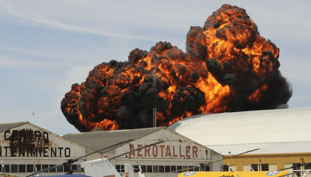 Explosión producida por una avioneta de los años 50 el pasado 5 de mayo en Cuatro Vientos.