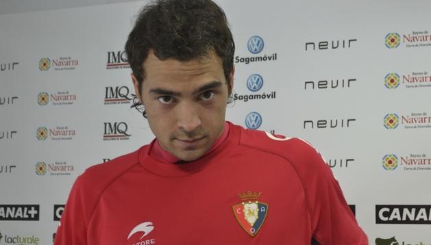 Miguel De las Cuevas se dispone a comenzar la rueda de prensa en Tajonar