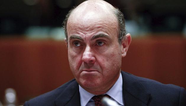 El ministro de Economía y Competitividad español, Luis de Guindos, asiste a la reunión de los ministros de Economía de la Unión Europea (UE) celebrada en Bruselas