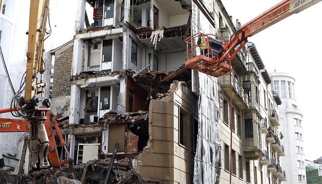 Derribo antiguo edificio de Iberdrola de Pamplona