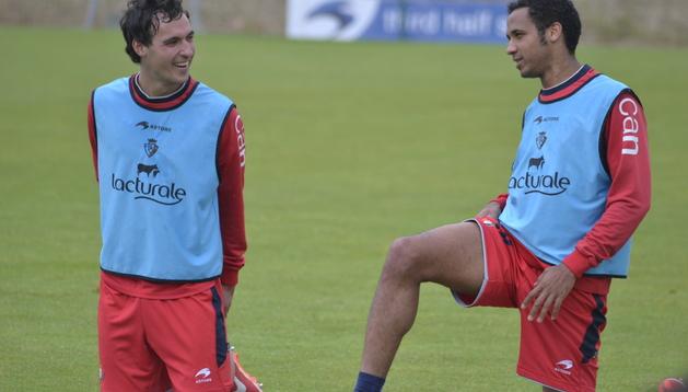 Unai García, la novedad del entrenamiento, junto a Manu Onwu