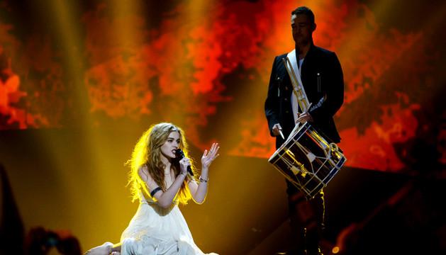 La cantante danesa Emmelie de Forest en la semifinal del concurso
