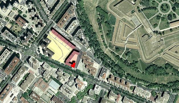 Imágenes de las parcelas ubicadas en Iturrama Nuevo, Lezkairu y Arrosadía, que el Ayuntamiento de Pamplona subastará a 3,7 millones de euros para construir 143 viviendas de protección oficial (VPO).