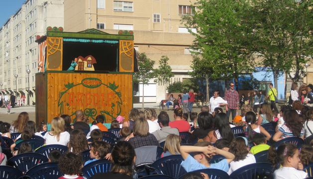 La compañía Arbolé en su actuación de 2012.