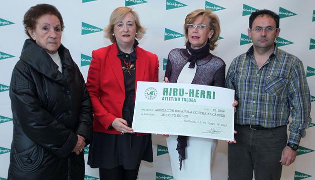 Lasa, Vallejo, Orayen y Vizcay, en la entrega del 'cheque'.