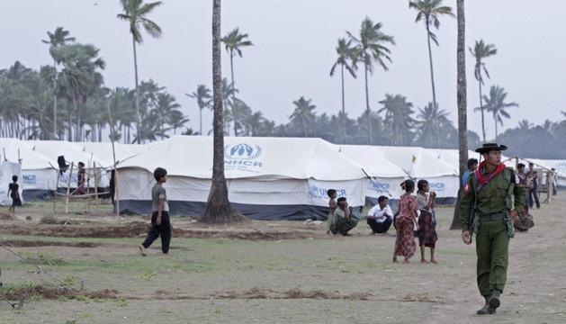Las autoridades regionales de Rakhine están sacando a refugiados de sus campamentos como medida de precaución ante a llegada del ciclón
