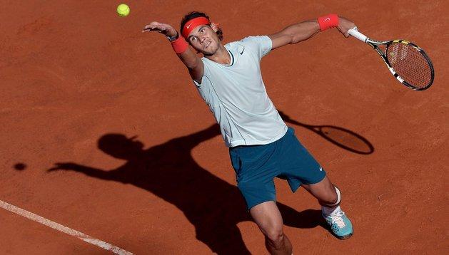Nadal realiza un saque durante su partido ante Ferrer