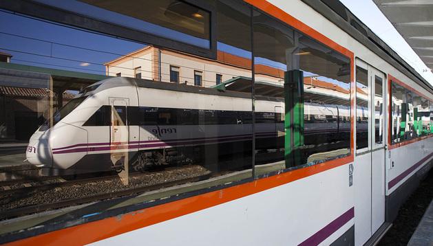 Tren detenido en la estación de Pamplona.