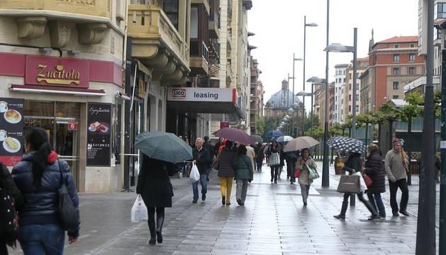 El paraguas, imprescindible este fin de semana en Pamplona