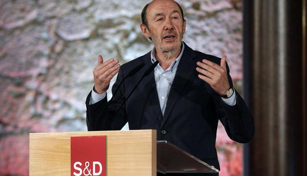 El secretario general del PSOE, Alfredo Pérez Rubalcaba, durante su intervención en la apertura del encuentro monográfico.