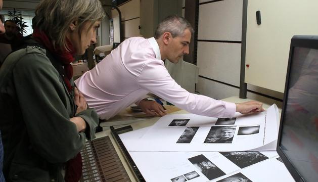 Carlos Castuera, trabajando en su empresa.