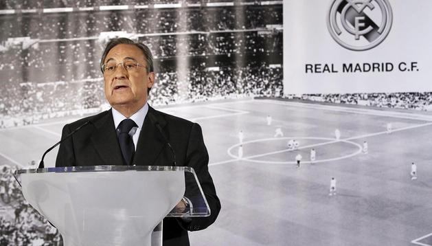 El presidente del Real Madrid, Florentino Pérez, durante la rueda de prensa ofrecida en el estadio Santiago Bernabéu,