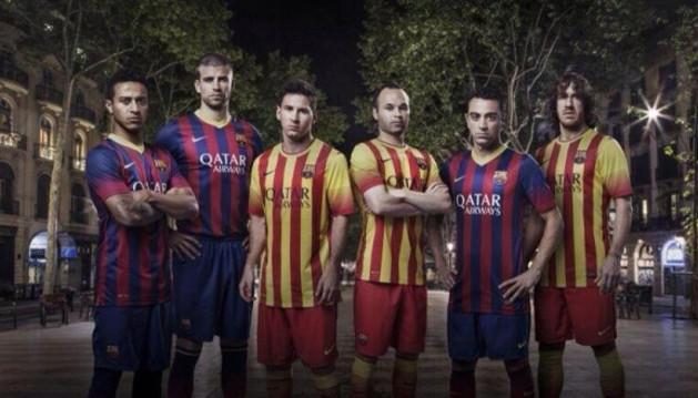 Thiago, Piqué, Messi, Iniesta, Xavi y Puyol, con la nueva equipación