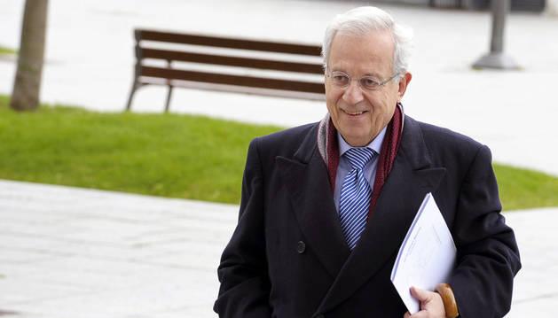El exportavoz adjunto del PP en el Congreso, Jaime Ignacio del Burgo, a su llegada al Palacio de Justicia de Navarra