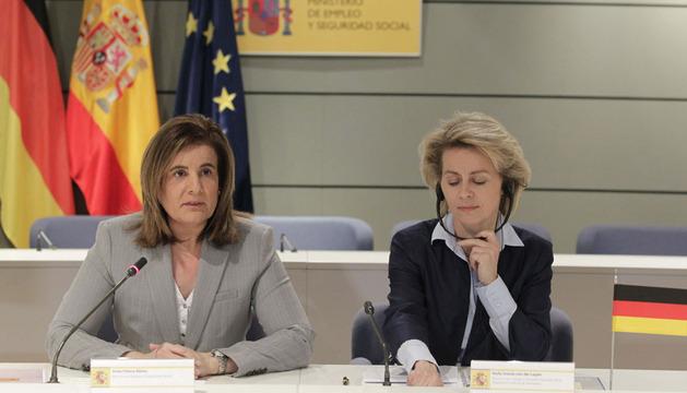 La ministra de Empleo Fátima Báñez (i) y su homóloga alemana, durante la reunión de este martes.