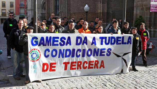 Concentración de trabajadores de Gamesa Tudela en huelga el 19 de enero de 2012