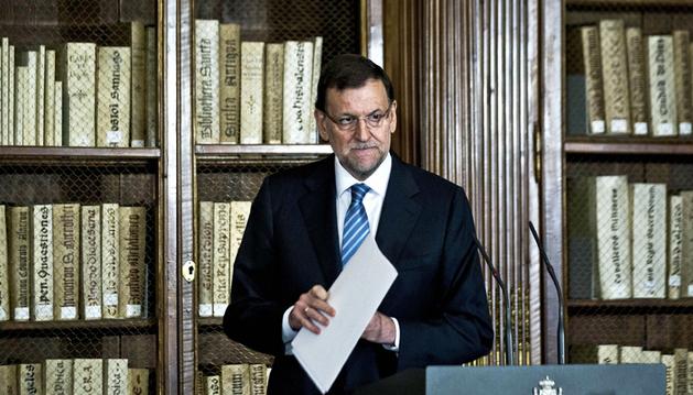 El presidente del Gobierno, Mariano Rajoy, tras su intervención en la visita que realizó a la sede de la Biblioteca Nacional con motivo de la celebración del III Centenario de la Institución