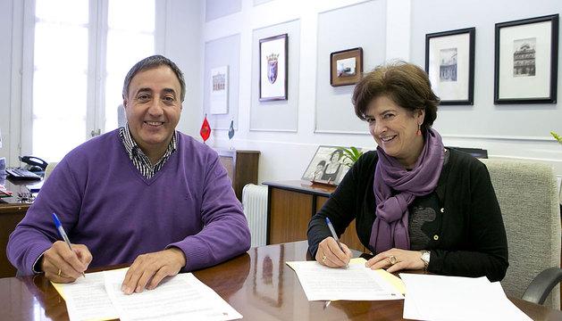 Ana Lezcano y el director de Proyecto Hombre Navarra, Alfonso Arana.
