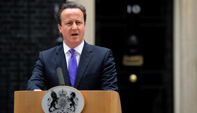 David Cameron habla ante los medios en Downing Street.
