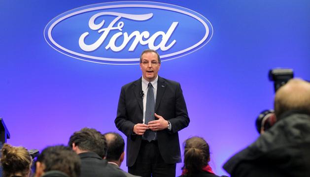El presidente de Ford en Australia, Bob Graziano, habla durante una rueda de prensa en la planta de Broadmeadows, en Melbourne.
