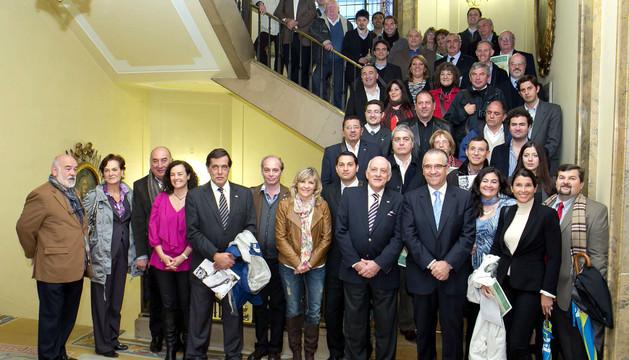 Enrique Maya junto al grupo de empresarios y alcaldes de Argentina