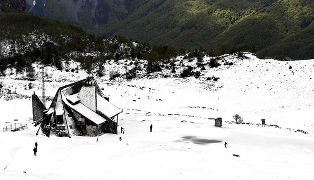El sol llega a Navarra pero la nieve se resiste a abandonarla