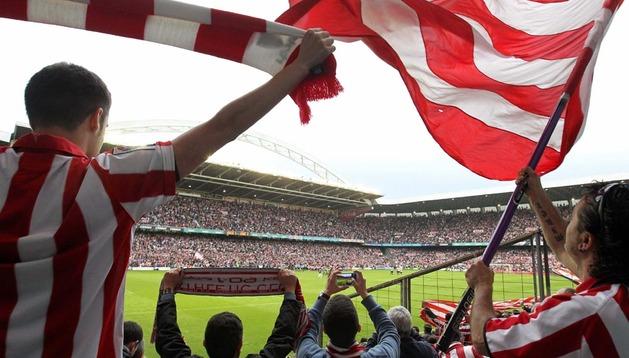 La afición se despide  del estadio San Mamés de Bilbao en el partido entre el Athletic y el Levante