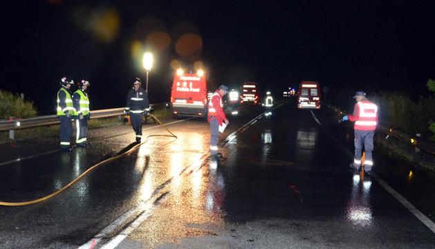 La carretera ha permanecido cortada mientras se llevaban a cabo las labores de rescate.