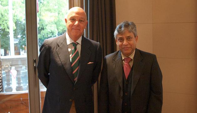 Javier Taberna y Chowdhury Ikhtiar Mominy.