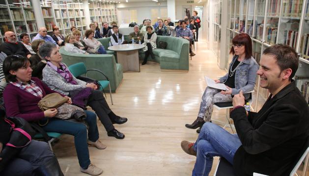 Kirmen Uribe en el club de Lectura de Diario de Navarra
