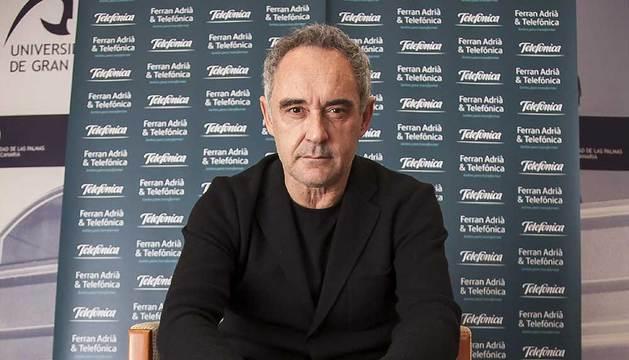 El cocinero Ferran Adriá durante la entrevista.