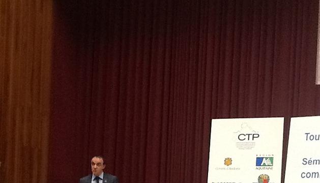 El consejero Esparza, durante su intervención en el seminario sobre el cambio climático.