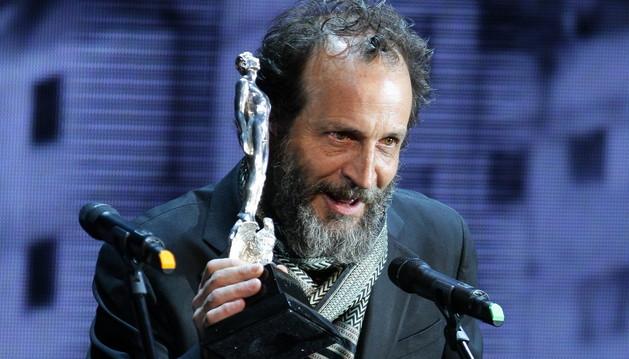 El actor español Daniel Giménez Cacho recibe el Ariel por la mejor película Iberoamericana,