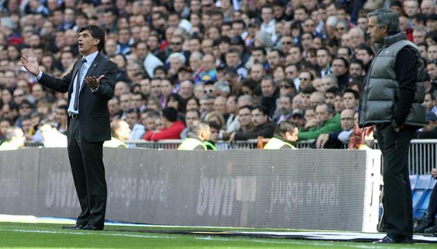 Mendilibar y Mourinho, durante el último enfrentamiento entre Osasuna y Real Madrid en el Santiago Bernabéu