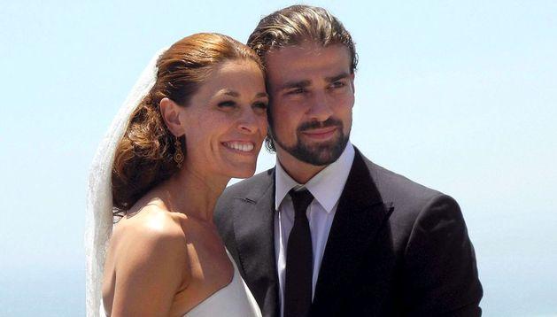 Raquel Sánchez Silva junto a su marido Mario Biondo.