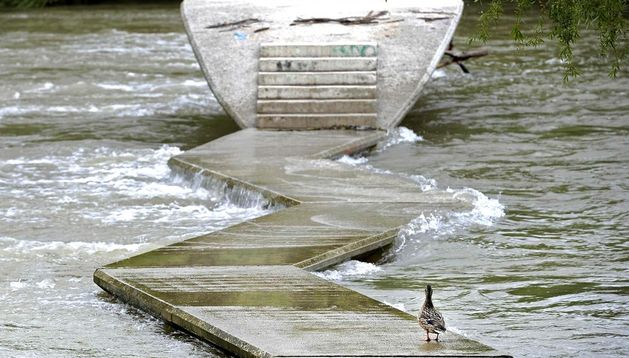 La pasarela para peatones del río Arga.