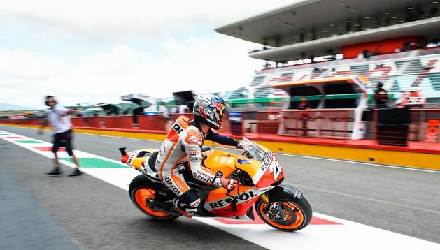Dani Pedrosa sale del set de Honda durante los entrenamientos oficiales del GP de Italia en el cuircuito de Mugello