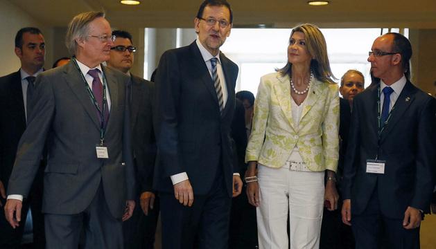 Mariano Rajoy (2i), junto con Josep Piqué (i), la delegada del Gobierno en Cataluña, Maria de los Llanos de Luna y el alcalde de Sitges, Miquel Forns.