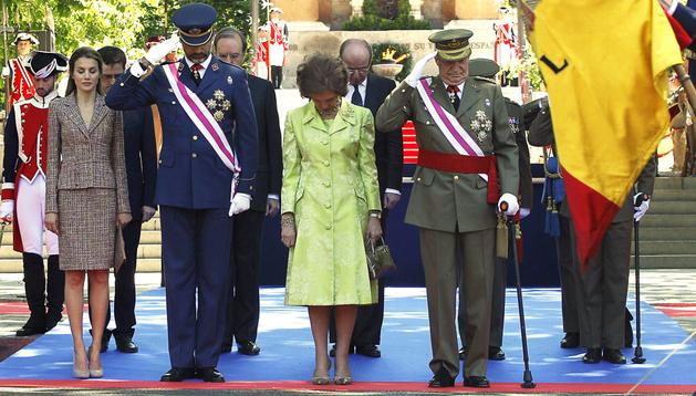 Los Reyes, Juan Carlos y Sofía, acompañados por los Príncipes de Asturias, Felipe y Letizia, presiden el acto de homenaje a los que dieron su vida por España, organizado por el Ministerio de Defensa en el marco del Día de las Fuerzas Armadas