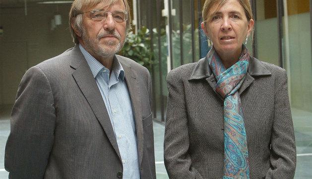 Los catedráticos Emilio Huerta y Carmen García Olaverri.