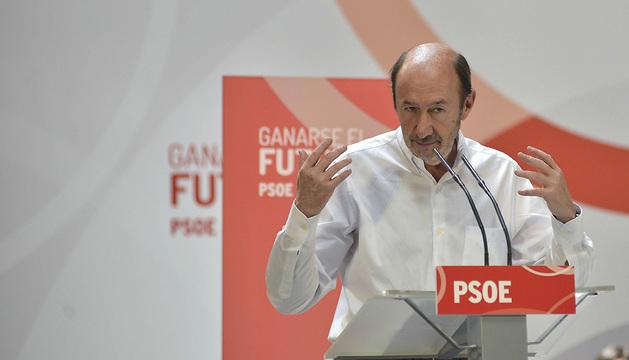 Alfredo Pérez Rubalcaba, durante su intervneción en la Fiesta de la Rosa del PSOE.