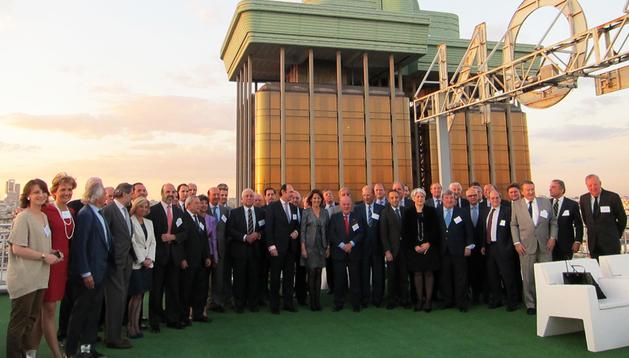 La presidenta Barcina, junto al resto de integrantes del Círculo de Navarra durante la jornada de presentación en Madrid