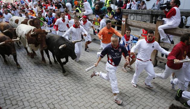 El vallado delimita el recorrido de mozos y toros durante los encierros de San Fermín.