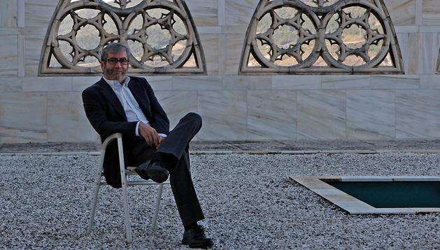 Antonio Muñoz Molina, en el patio del Museo de Navarra en una imagen de 2011.