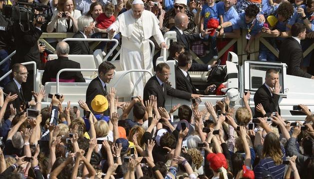 El papa Francisco se dirige a los fieles este miércoles en el Vaticano.