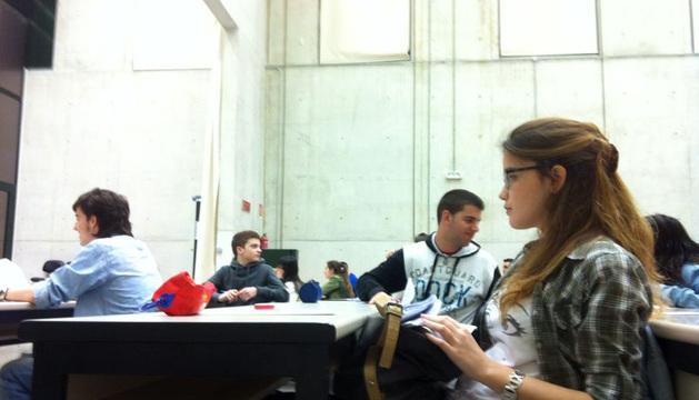 Alumnos antes de comenzar las pruebas de acceso.