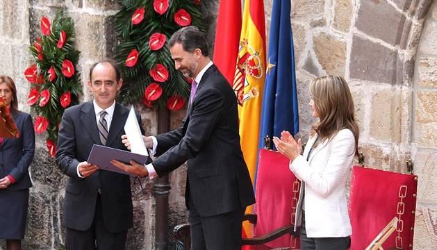 Los Príncipes de Asturias han presidido el acto de entrega del premio Príncipe de Viana de la Cultura al filósofo Daniel Innerarity.