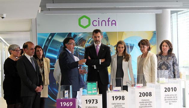 Visita de los Príncipes a los laboratorios de Cinfa. AZCONA