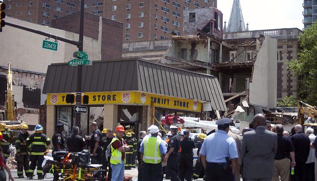Los fallecidos se encontraban en el interior de un edificio sobre el que cayó un inmueble que estaba siendo demolido.